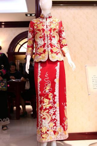 荷花图案旗袍寓意